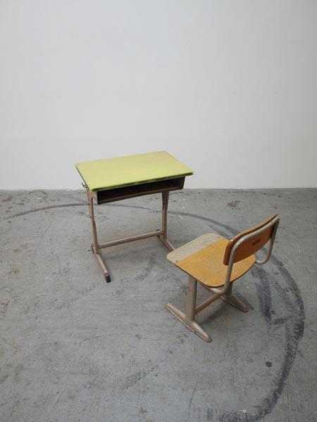 schooldesk002.jpg