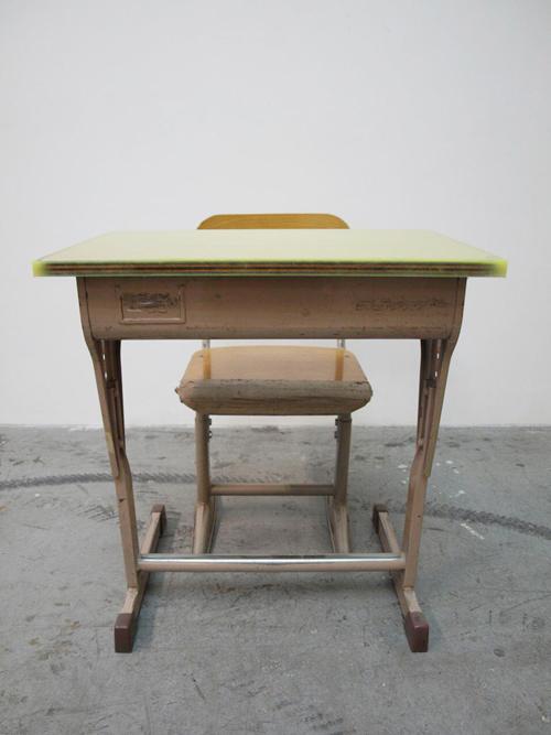 schooldesk003.jpg