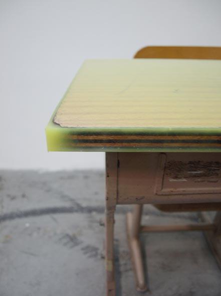 schooldesk004.jpg