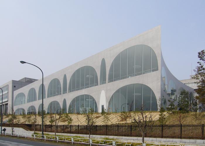 伊東豊雄多摩美術大学図書館