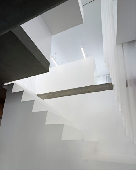 05staircase