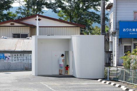 Isemachi-public-toilet_02