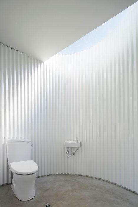 Isemachi-public-toilet_03