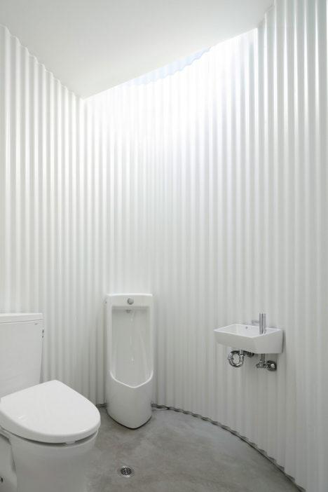 Isemachi-public-toilet_06