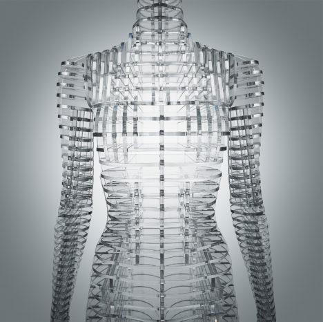 10_2016_Transparent_Body_Installation