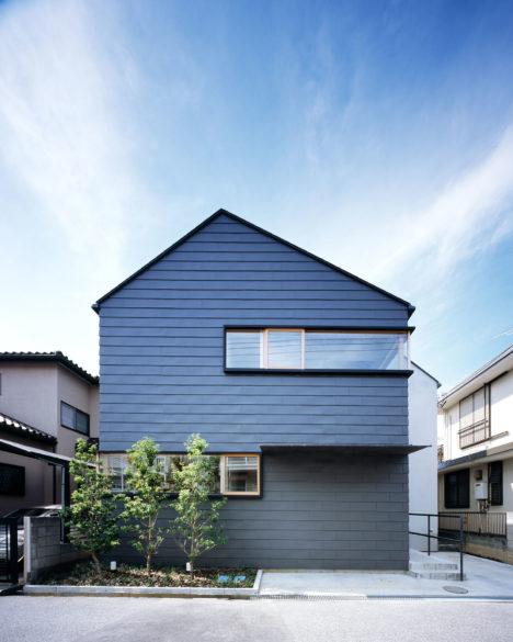 sankakuyanetachi-001