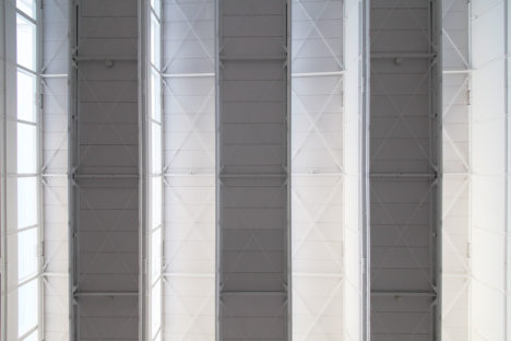 phiaro-4.2作業場天井と光溜り