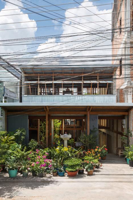 architecturephoto.net西澤俊理 / NISHIZAWAARCHITECTSによる、ベトナムの多世帯住宅「チャウドックの家」