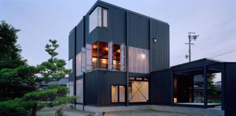 山下大輔建築設計事務所による、愛知県愛西市の住宅「波板の家」 Architecturephoto Net