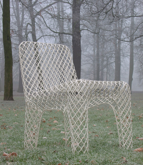 Mesh_chair_-_Winter_outside.jpg
