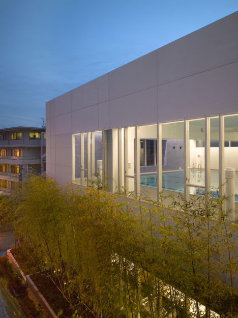 18_coe_aqua_east-pool-facade-detail-dusk_roland-hable-photo-copyright