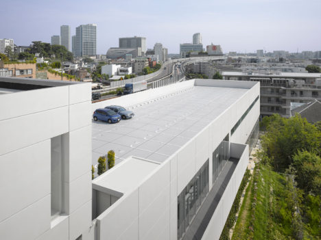 19_coe_aqua_roof-parking_roland-hable-photo-copyright